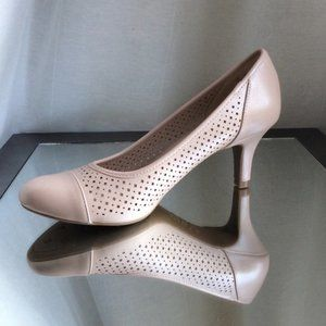 Life Stride Paxton Taupe Pumps size 7 New in Box